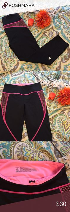 VSX Capri Yoga Pants 🔆 These black and pink Victoria's Secret Sport yoga pants are like new! Pocket in the back for an iPod or keys or hair ties! Look and feel your best out and about in these stylish leggings! Victoria's Secret Pants Leggings