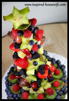 """""""Inspired-Housewife: DIY Edible Fruit Holiday Birthday Cake Arrangement - Party - Glute… (With images) Gluten Free Birthday Cake, Healthy Birthday, Fruit Birthday, Birthday Stuff, Birthday Cakes, Birthday Ideas, Edible Fruit Arrangements, Edible Bouquets, Fresh Fruit Cake"""