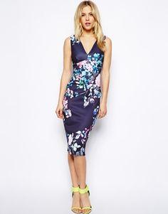 Vestido con escote pronunciado y flores pastel de ASOS http://stylabel.com/product/vestido-con-escote-pronunciado-y-flores-pastel-de-asos/3000839