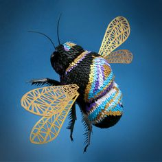 Dazzling Three-Dimensional Paper Sculptures of Birds, Bees, and Crustaceans by UK-based paper artist Lisa Lloyd Craft Paper Birds, 3d Paper, Paper Quilling, Origami, Lisa, Marine Style, Illustrator, Colossal Art, Paper Animals