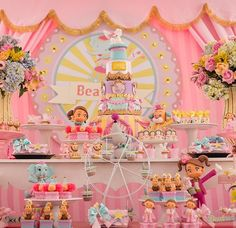 do that inspire us the main personagens of the circus world for a fantasy of Dumbo Birthday Party, Girls Birthday Party Themes, Carnival Birthday Parties, Birthday Table, Circus Birthday, Unicorn Birthday Parties, Baby Birthday, First Birthday Parties, Birthday Decorations