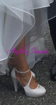 scarpe sposa in raso bianco con Cristalli Swarovski. #sposa #wedding #scarpesposa www.andreaiommi.it