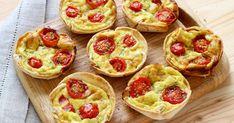 Huilez votre moule à muffins. Dans chaque tortilla, détaillez 4 ou 5 cercles de 9 cm de diamètre, selon la taille de vos tortillas.