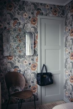 The home of bold & beautiful wallpaper in Australia. Interior Wallpaper, Wallpaper Decor, Inspirational Wallpapers, Deco Design, Modern Kitchen Design, Beautiful Wall, Cozy House, My Dream Home, Interior Inspiration
