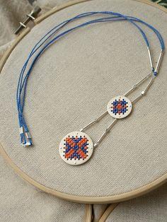 Collar Circulos Bordados en  Punto Cruz étnico por FugaJoyas www.fuga.cl