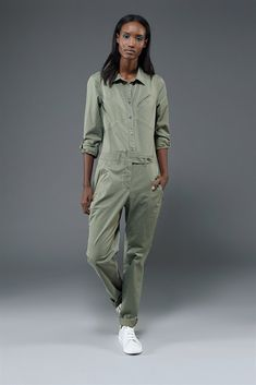 €363, Combinaison pantalon olive Marc by Marc Jacobs. De Marc Jacobs. Cliquez ici pour plus d'informations: https://lookastic.com/women/shop_items/54996/redirect