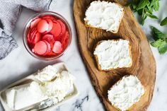@SnixyKitchen creates thinly-sliced radish for her Radish Summer Toast with the help of the KitchenAid® Fresh Prep Slicer/Shredder Attachment and Stand Mixer. Find her quick and easy recipe on our blog: http://kitchen.ai/LLFav8 
