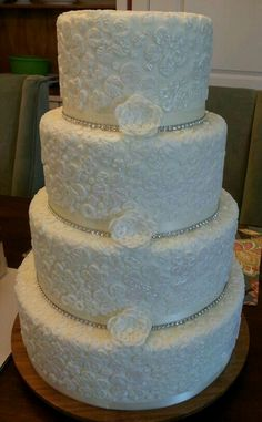 Lace inspired weddding cake.