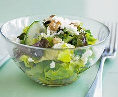 Blattsalat mit Kräutern und Feta - Rezept - Saisonküche