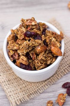 This Maple Cinnamon Granola recipe is incredibly easy and it's breakfast for breakfast or snacking! Breakfast On The Go, Savory Breakfast, Breakfast Recipes, Breakfast Ideas, Brunch Recipes, Dessert Recipes, Cinnamon Granola Recipe, Gourmet Recipes, Healthy Recipes