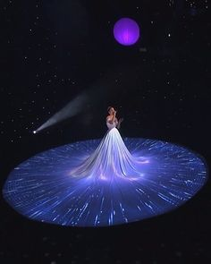 Jennifer Lopez's Infinite, Magical Ball Gown Is the Biggest Dress We've Ever Seen - Jennifer Lopez performed on American Idol in the biggest ballgown we've ever seen! Light Up Dresses, Big Dresses, Quince Dresses, Pretty Dresses, Beautiful Dresses, Bling Prom Dresses, Quinceanera Dresses, Wedding Dresses, Design Textile