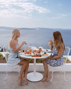 Breakfast at Andronis Boutique Hotel Santorini, Greece Santorini Greece, Beautiful Hotels, Greece Travel, Travel Tips, Things To Do, Table Settings, Wanderlust, Around The Worlds, Boutique