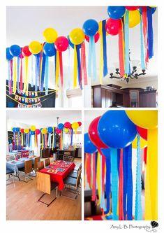 streamers with balloons Superhero Birthday Party, Circus Birthday, Toy Story Birthday, 4th Birthday Parties, Diy Birthday, Birthday Party Decorations, Carnival Crafts, Carnival Themes, Circus Decorations