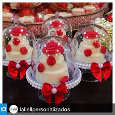 Aí estão elas de novo, usadas com mini bolos. #jaefesta #Repost @laliellpersonalizados with @repostapp.・・・A perfeição existe ... Olhem que coisa mais linda  não dá vontade de comer de tão lindo !!! Meus é uma delicia  tudo feito por @chokolatteecia #chocolate #chocolatepersonslizado #coroa #princesa