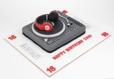 Beats headphones cake, beats, music cake, music notes, fondant music notes, dj booth cake, fondant dj cake, fondant record, fondant mixing desk