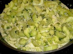 Gurkengemüse à la Mama 1 pasta rezept healthy pasta recipes Cucumber Vegetable, Vegetable Recipes, Weight Watcher, Food Humor, Main Meals, Vegan Recipes, Low Carb, Good Food, Vegetarian