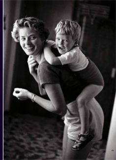 Ingrid Bergman at home with her son, Robertino Rossellini (Italy, 1956)