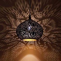 Filigrain hanglamp met goud Egyptische lamp - Merel in Wonderland Filigree hanging lamp with gold Eg Living Room Decor, Bedroom Decor, Night Lamps, Solid Wood Furniture, Interior Inspiration, Ceiling Lights, Lighting, Gold, Wonderland
