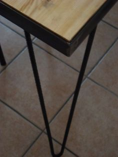 DIY_Dinner Table made of steel and Solid Pine Surface...Detail of the table leg made of Iron Rod