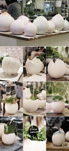 Eine Pflanzschale in Form eines kaputten Ei. Ganz einfach zum selber machen und alles was du dafür brauchst ist ein Luftballon und etwas Gips.