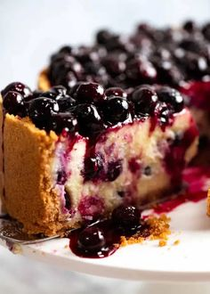 Close up of slice of Blueberry Cheesecake with drip of Blueberry Sauce Blueberry Cheesecake, Blueberry Sauce, Cheesecake Desserts, Fun Desserts, Summer Dessert Recipes, Dinner Recipes Easy Quick, Winter Desserts, Desert Recipes, Delicious Desserts