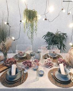 Stilvoll angerichtet! Schönes Geschirr gehört zu stilvoller Tischdeko dazu. Schließlich soll das ansprechende Essen auf einem ebenso schönen Teller angerichtet werden. 🛍 Entdeckt unsere Kategorie Tischdeko jetzt auf WestwingNow! 📷: @homestylepassion // Interior Inspo Deko Dekoration Wohnideen Home #tischdeko #geschirr #besteck #skandinavisch Decor, Green, Table Settings, Deco, Table, Home Deco, Broste Copenhagen, Table Decorations, Inspiration