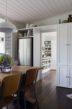 The Design Files - Kyneton Home - dining through kitchen Modern Furniture, Home Furniture, The Design Files, Australia, Architecture, Kitchen Remodel, Living Spaces, Sweet Home, New Homes