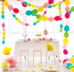 Oh Happy Day party brilliance with quick link balloons.