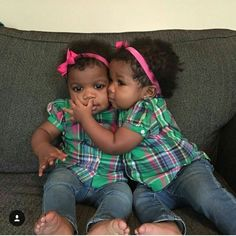 Cole & Cori - These Mini Insta-Celebs Are Twinning and Approved Black Twin Babies, Twin Baby Girls, Black Baby Girls, Cute Black Babies, Beautiful Black Babies, Cute Twins, Brown Babies, Cute Baby Girl, Beautiful Children