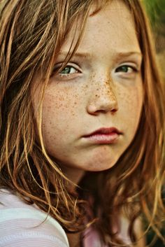 Sharing images of girls with freckles because girls with freckles are always pretty:) honey hair