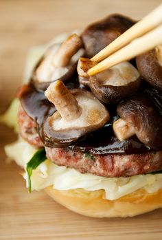 Mushu Pork Burger Recipe (use real butter)! I Love Food, Good Food, Baguette, Asian Recipes, Healthy Recipes, Pork Burgers, Good Burger, Burger Recipes, Cravings