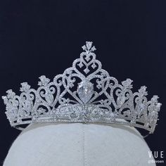 Brand Name: Bavoen Item Type:tiara/Crown Color: Silver Material:Zinc Alloy/Cubic Zircon Model Number: Diameter: cm Height: 5 cm Occasion:Wedding/Party/Evening/Prom/Birthday Pack:Box Wedding Tiara Veil, Bride Tiara, Wedding Tiaras, Hair Wedding, Quinceanera Tiaras, Bridal Veils And Headpieces, Princess Jewelry, Silver Headband, Vintage Stil