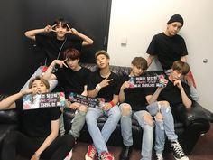 Bts day 2 konser at new ark . you did a good job. Jung Hoseok, Kim Namjoon, Kim Taehyung, Seokjin, Foto Bts, Bts Photo, Steve Aoki, Bts Bangtan Boy, Bts Boys