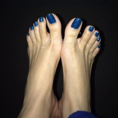 I uploaded a new video with this pedi! I really wish I took more pics with it though Pretty Toe Nails, Pretty Toes, Feet Soles, Women's Feet, Mens Nails, Toe Nail Color, Painted Toes, Beautiful Toes, Sexy Toes