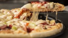 Pizza Recipe In Urdu. There is a number of methods and recipes to make pizza around the world. Every person has his/her own choice of making the pizza. Pizza Sans Gluten, Gluten Free Pizza, Pizza Al Pesto, Pizza Argentina, Pizza Legal, Pizza Tradicional, Home Pizza Oven, Freezer Meals, Vinegar