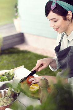 Nyt S-Y-Ö-M-Ä-Ä-N! Talkooporukalle sopivat menuehdotukset löydät kuvaa klikkaamalla. #tikkurila #maalaustalkoot #resepti #talkooporukka #kesä #mökki #piha Ethnic Recipes, Food, Meals, Yemek, Eten