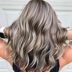 Latest Women Hairstyles Trendfrisuren William, akkurater Mittelscheitel oder The french language Trim Cease to Blonde Hair With Highlights, Brown Blonde Hair, Blonde With Brown Lowlights, Blonde Fall Hair Color, Blonde Ombre, Zoella Hair, Honey Hair, Hair Color And Cut, Balayage Hair