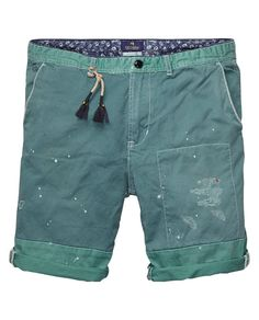 In the mood for a pair of cool shorts to roughen up your look? Look no further, because these shorts will do the trick.