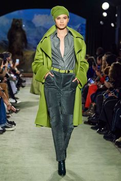 The complete Brandon Maxwell Fall 2020 Ready-to-Wear fashion show now on Vogue Runway. 2020 Fashion Trends, Fashion 2020, New York Fashion, Runway Fashion, Daily Fashion, Street Fashion, Latest Fashion, Fashion Moda, Look Fashion
