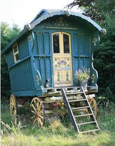 """Gypsy Wagon ♥ """"My mother said I never should play with the gypsies in the wood.  If I did she would say naughty boy to disobey."""" [http://magnonsmeanderings.blogspot.com/2010/03/gypsy-wagons.html]"""