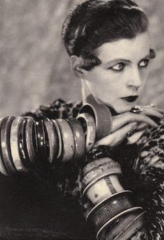 Photography of the famous Nancy Cunard taken by Man Ray. Nancy Clara Cunard March 1896 – 17 March was a writer, heiress and political activist. She was born into the British upper class but. Harlem Renaissance, Man Ray Photographie, Dandy, Diamanda Galas, Nancy Cunard, Billy Kidd, Veronique Branquinho, Advanced Style, Moda Fashion
