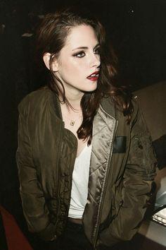 Kristen Stewart makeup. Adore it.