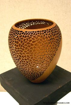 Wood Turning Projects - What Is a Beginner Wood Turner to Do? Wood Turning Projects, Wood Projects, Lathe Projects, Keramik Vase, Wooden Vase, Wood Lathe, Router Wood, Cnc Router, Wood Bowls