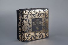 The aim of my packaging project was to create a high end piece of packaging for an extravagant Tarte au Chocolat & Orange with Spiced Popping Candy & Gold Leaf. The brand, 'Indulge', is headed by celebrity chef Heston Blumenthal, which showcases his mos… Cake Packaging, Perfume Packaging, Luxury Packaging, Beauty Packaging, Cosmetic Packaging, Burger Packaging, Product Packaging, Packaging Ideas, Makeup Package