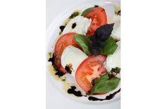 Tomato and Mozerella Salad Food Company, Caprese Salad, Starters, Recipes, Blue, Ripped Recipes, Cooking Recipes, Insalata Caprese