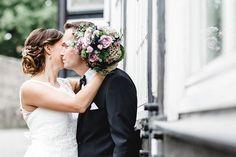"""""""Trotz Regen, immer das beste draus machen 😊💐☀️ . #fotoshooting  #portrait #canon #model #archiv #lr #beauty #photography #wedding #love #jw #jwwedding #weddingphotography #bielefeld #fotograf #fotografbielefeld  #gettingready #hochzeit #5dmarkiv #weddingfoto #weddingdress #weddingflowers #weddingflorist #brautkleid #sparrenburg #standesamt #trauung #closeup #closet #jwpoland #jwwedding"""" by @diceybeaux. #bridalstyle #weddingfashion #weddingdream #weddingidea #bridalinspiration #bridalinspo…"""