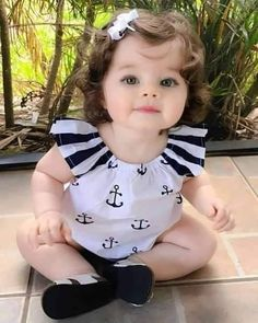 Very Cute Baby, Cute Little Baby Girl, Cute Kids Pics, Cute Baby Girl Pictures, Precious Children, Beautiful Children, Beautiful Baby Images, Cute Babies Photography, Chubby Babies