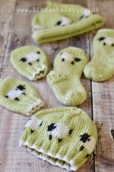 Sweet little sheep knits. Baby hats, baby mittens and baby so. - Knitting patterns, knitting designs, knitting for beginners. Baby Hat Knitting Patterns Free, Baby Hats Knitting, Mittens Pattern, Crochet Kids Hats, Knitting For Kids, Knit Or Crochet, Knitting Socks, Knitting Projects, Knitted Hats