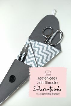 Free pattern with instructions for a simple scissors bag. Also for … - Beutel Sewing Patterns Free, Free Sewing, Free Pattern, Leather Diy Crafts, Leather Craft, Sewing Accessories, Leather Accessories, Fabric Bags, Fabric Scraps