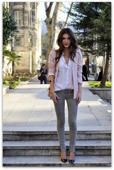 """Tips para ser """"una chica muy elegante"""" Ser elegante no es tan simple como el gasto de grandes cantidades de dinero en marcas de diseñadores y mantenerse al día con las tendencias. Para…"""